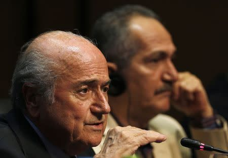 FIFA President Sepp Blatter (L) gestures next Brazil's Sport minister Aldo Rebelo during a media conference in Sao Paulo June 5, 2014. REUTERS/Paulo Whitaker