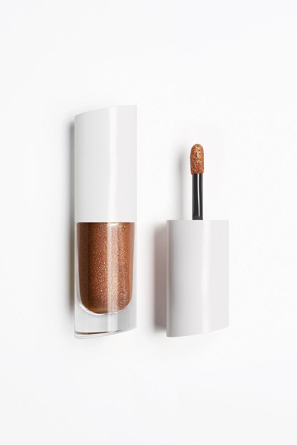 """<h3>Metal Foil Loose Pigment</h3><br>Meet the <a href=""""https://www.refinery29.com/en-us/best-liquid-eyeshadow"""" rel=""""nofollow noopener"""" target=""""_blank"""" data-ylk=""""slk:liquid-gold eyeshadow"""" class=""""link rapid-noclick-resp"""">liquid-gold eyeshadow</a> that will carry you through summer. According to Kendal, you can also dab the glitter-loaded doe foot on your lips and cheekbones for a reflective highlight.<br><br><strong>Zara</strong> Metal Foil Loose Pigment, $, available at <a href=""""https://go.skimresources.com/?id=30283X879131&url=https%3A%2F%2Fwww.zara.com%2Fus%2Fen%2Fmetal-foil-loose-pigment-p24160300.html"""" rel=""""nofollow noopener"""" target=""""_blank"""" data-ylk=""""slk:Zara"""" class=""""link rapid-noclick-resp"""">Zara</a>"""