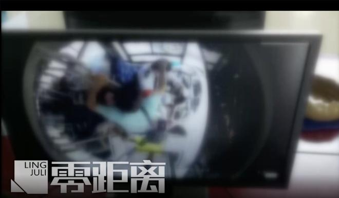 The attack was caught on the bus's on-board security camera. Photo: Jiangsu TV