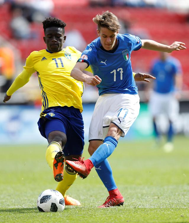 Soccer Football - UEFA European Under-17 Championship Quarter-Final - Italy vs Sweden - New York Stadium, Rotherham, Britain - May 13, 2018 Sweden's Jack Lahne and Italy's Nicolo Fagioli in action Action Images via Reuters/Ed Sykes