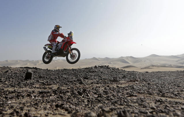 Portugal's Helder Rodrigues rides his Honda during the 3rd stage of the Dakar Rally 2013 from Pisco to Nazca January 7, 2013. REUTERS/Jacky Naegelen (PERU - Tags: SPORT MOTORSPORT TPX IMAGES OF THE DAY)