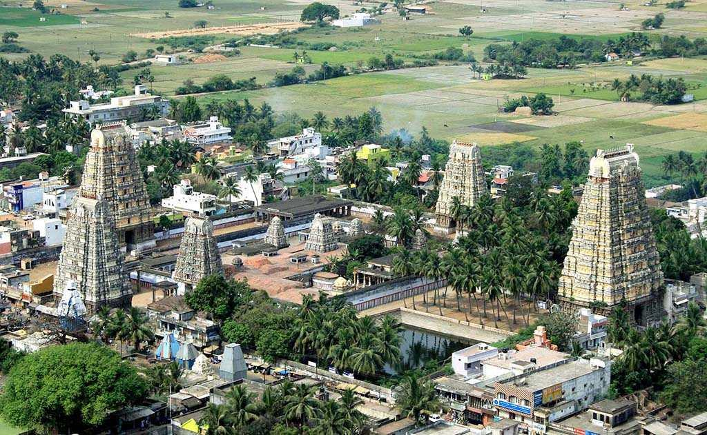 Thirukazhukundram near Chengalpet, Tamil Nadu is an ancient Saivite temple dedicated to Lord Shiva in the aspect of Vedagiriswarar. It is one among 275 Padal Petra Sthalams or Thirumurai temples. The main attraction here is the large temple located atop the mountain, which houses the deity of Lord Shiva as Vedagiriswarar. The temple at the foothills is dedicated to Thirupurasundari Amman, Parvathi, the consort. It is surrounded by four gopurams, which resemble the temple architecture of Thiruvannamalai Annamalaiyaar temple. Saiva saints Appar, Sundarar, Manickavasagar and Thirugnana Samandhar -- collectively known as 'Naalvar' -- came to this place and sang the praises of Lord Shiva. Until 1998, the mystical birds -- a pair of vultures -- used to appear every noon at Thirukazhukundram.