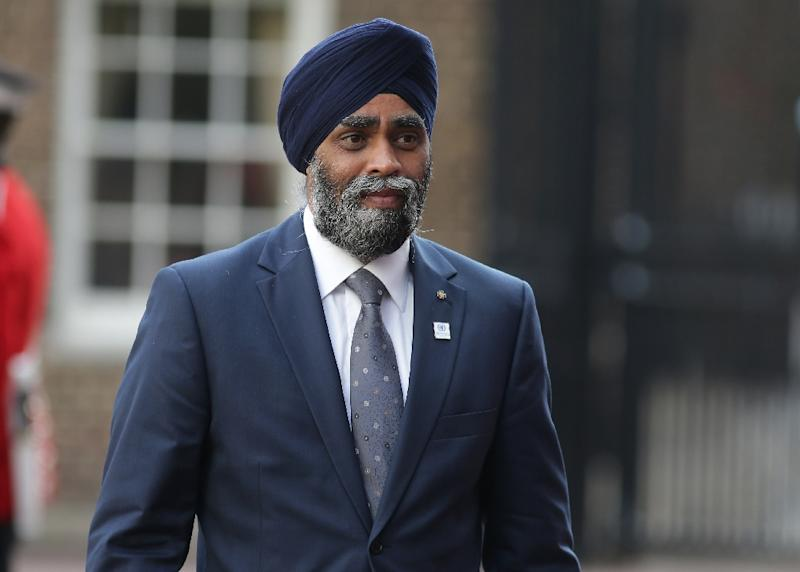 Canadian Minister of National Defence Sajjan Harjit met in Ottawa with his Ukrainian counterpart Stepan Poltorak to sign the defense cooperation agreement (AFP Photo/DANIEL LEAL-OLIVAS)