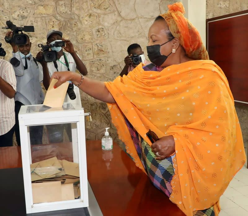 Djibouti's first lady Kadra Mahamoud Haid casts her ballot during the presidential elections at the Ras-Dika district polling centre in Djibouti