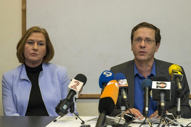 Israeli co-leaders of the Zionist Union party, Labour Party's leader Isaac Herzog (R) and MP and HaTnuah party's leader Tzipi Livni give a joint press conference at the party headquarters in the Israeli coastal city of Tel Aviv on March 18, 2015 (AFP Photo/Jack Guez)