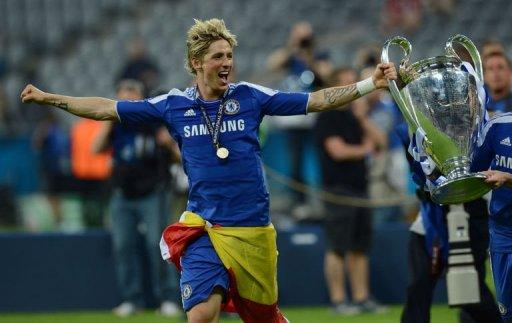 Chelsea's Spanish forward Fernando Torres celebrates with the Champions League trophy