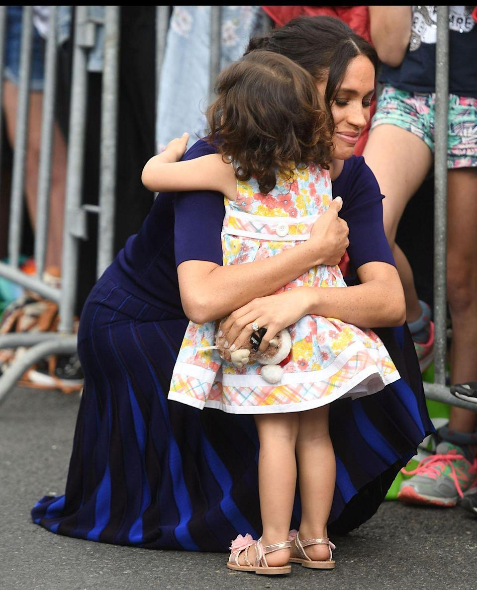 <p>On the last walkabout of the royal tour in Rotorua, an adorable two-year-old girl came through the railings and gave the Duchess of Sussex a hug.</p>