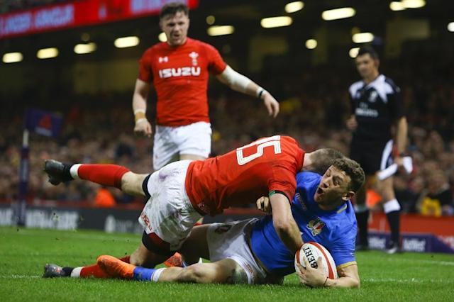 Wales' full-back Liam Williams (L) commits a high tackle on Italy's full-back Matteo Minozzi (R) earning a yellow card warning during the Six Nations international rugby union match between Wales and Italy at the Principality Stadium in Cardiff, south Wales, on March 11, 2018 (AFP Photo/Geoff CADDICK)