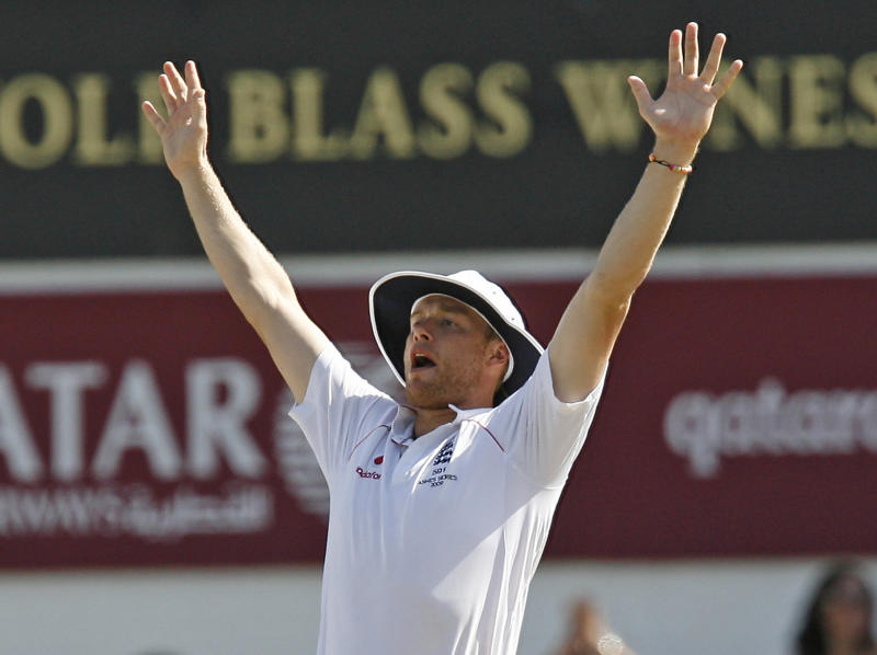 England's Andrew Flintoff (C) celebrates during the Australian 2nd Innings on the fourth day of the fifth and final Ashes cricket Test match between England and Australia at the Brit Oval in London, on August 23, 2009