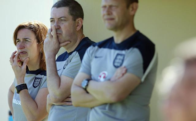 LA MANGA, SPAIN - MARCH 04: Marieanne Spacey, head coach of England and assistant coach Joel Roberts (C) and Justin Bowley react during the women's U23 international friendly match between USA U20 and England U23 on March 4, 2016 in La Manga, Spain. (Photo by Johannes Simon/Bongarts/Getty Images)