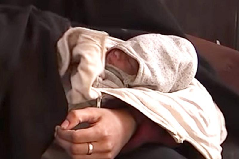 Shamima Begum and her baby during an interview with ITV news. (ITV)