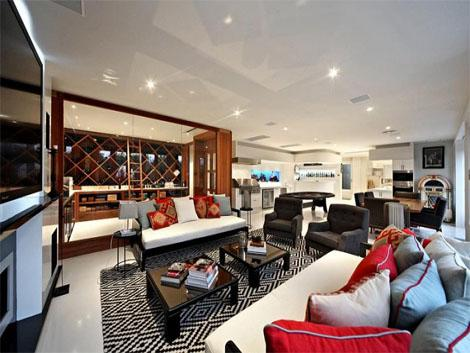 Australian spin legend Shane Warne has sold his sprawling Melbourne home for around Aus$15 million (US$13.7 million), reports said Tuesday, amid speculation he is relocating to Britain.