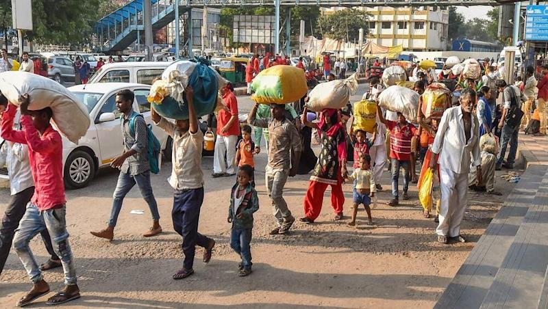 SC Orders Migrant Workers to be Transported Back to Their Hometowns Within 15 Days, All Cases Against Labourers to be Considered For Withdrawal