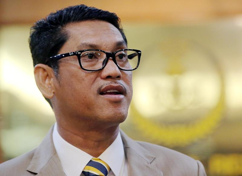 Perak DAP secretary Wong Kah Woh said that Datuk Seri Ahmad Faizal Azumu's (pic) remarks in the video echoing their political foes failed to reflect the integrity expected of a leader, especially one from PH. — Picture by Farhan Najib