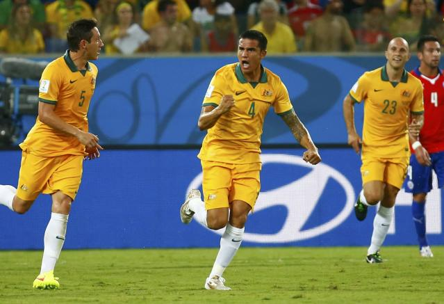 Australia's Tim Cahill (C) celebreates after scoring a goal against Chile during their 2014 World Cup Group B soccer match at the Pantanal arena in Cuiaba June 13, 2014. REUTERS/Paul Hanna (BRAZIL - Tags: SOCCER SPORT WORLD CUP)