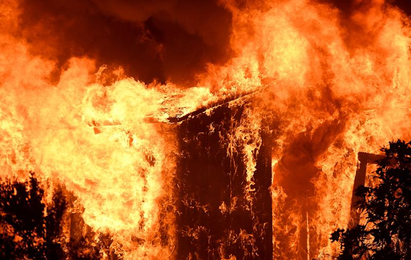 A house burns alongthe path of the Thomas wildfire in Casita Springs.