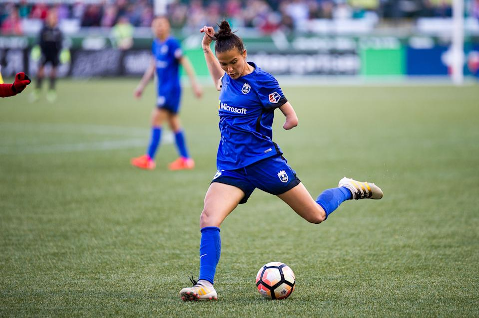 PORTLAND, OR - MAY 06: Seattle Reign midfielder Carson Pickett attemps to shoot on goal during the 2-2 tie between Portland Thorns match and the Seattle Reign on May 6, 2017, at Providence Park, Portland, Oregon (Photo by Diego Diaz/Icon Sportswire via Getty Images).