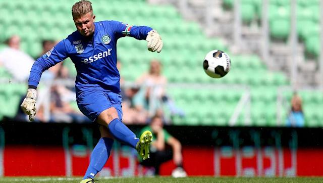 <p>Frank de Boer is a keen admirer of Padt's ability, having watched the Dutchman perform impressively for Groningen in the Eredivise whilst managing his own Ajax team. de Boer will also be aware of Padt's capabilities, as the player signed his first professional contract with Ajax back in 2008.</p> <br><p>The 27-year-old is a solid, dependable goalkeeper who is comfortable with the ball at his feet, which is set to be a vital asset as de Boer looks to implement a passing from the back style, and could be an interesting option for Palace. </p>