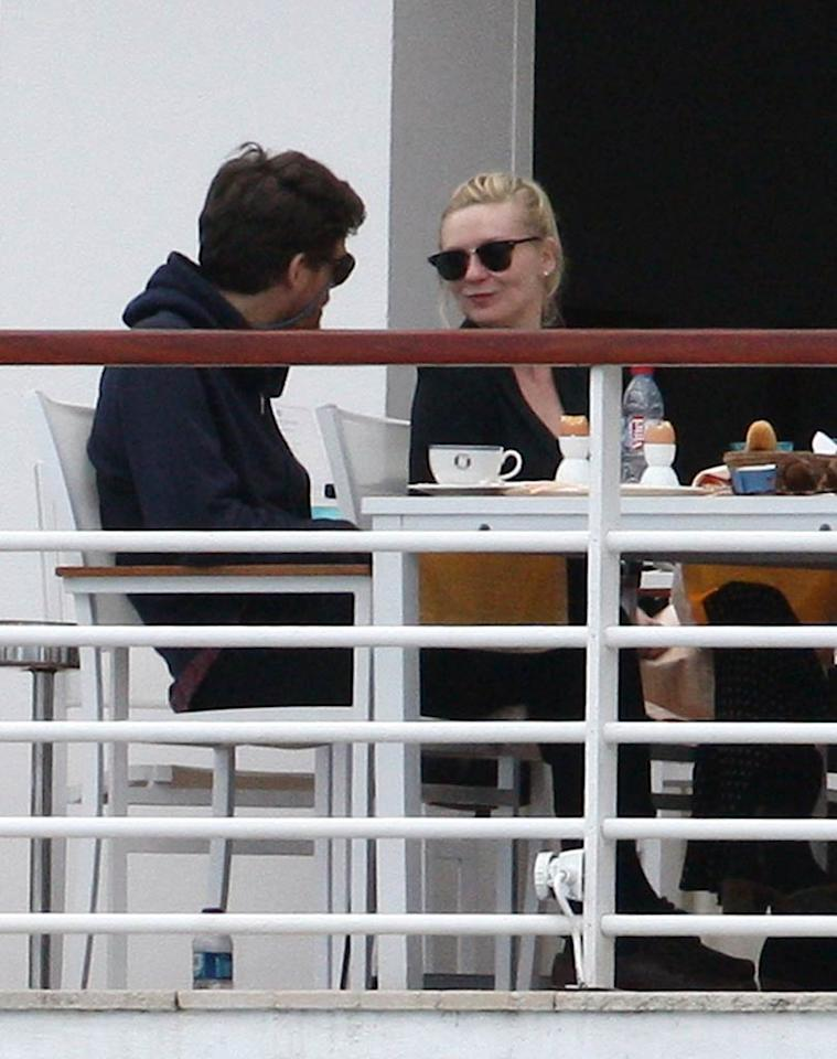 "Kirsten Dunst and boyfriend Jason Boesel enjoyed Sunday breakfast on the balcony of the Eden Roc Hotel. <a href=""http://www.pacificcoastnews.com/"" target=""new"">PacificCoastNews.com</a> - May 15, 2011"