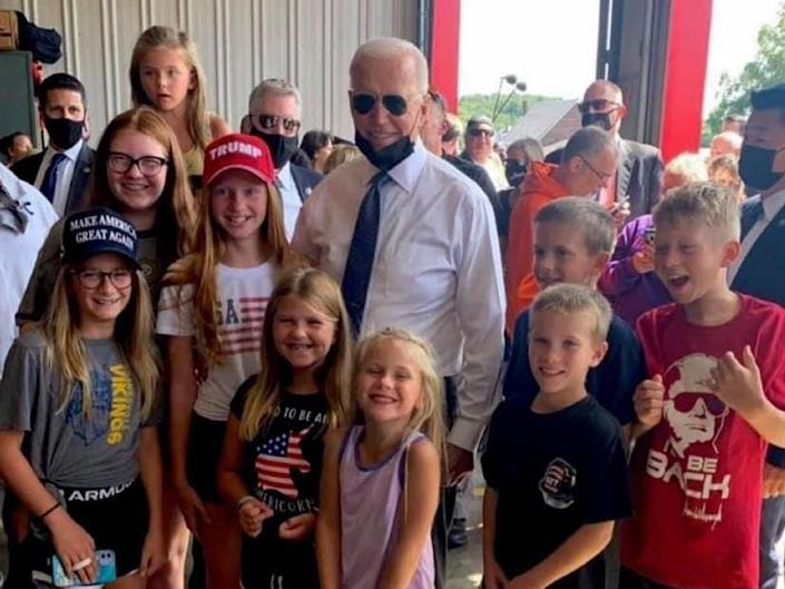 President Joe Biden posed for a photo with children wearing pro-Trump clothing (Twitter / Wendy Rogers)