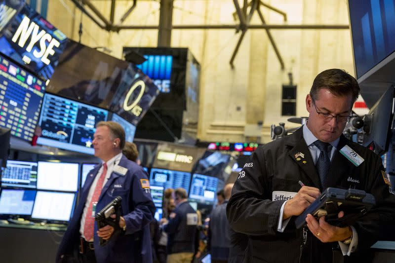 Traders work on the floor of the New York Stock Exchange October 15, 2014. REUTERS/Brendan McDermid
