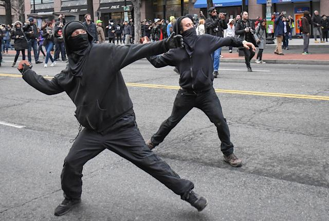 Protesters throw rocks at police during a protest near the inauguration of President Donald Trump in Washington, D.C., Jan. 20, 2017. (Bryan Woolston / Reuters)