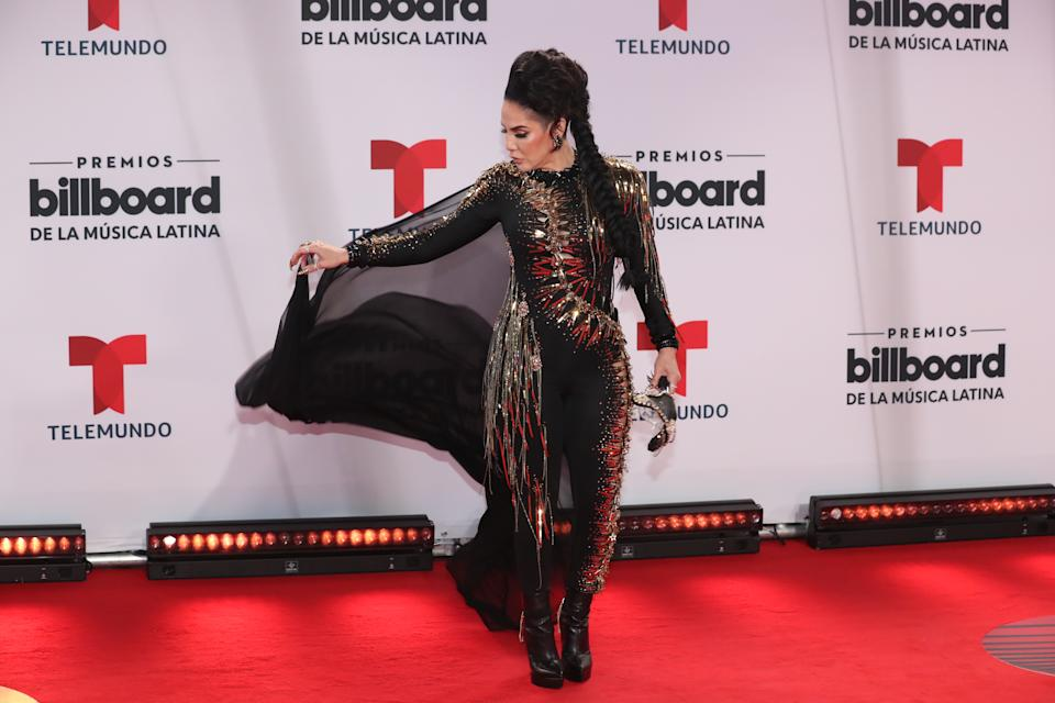 La cantante puertorriqueña de reguetón apostó por un diseño de For The Stars Fashion House y perdió. (Foto: Aaron Davidson / NBCU Photo Bank via Getty Images)