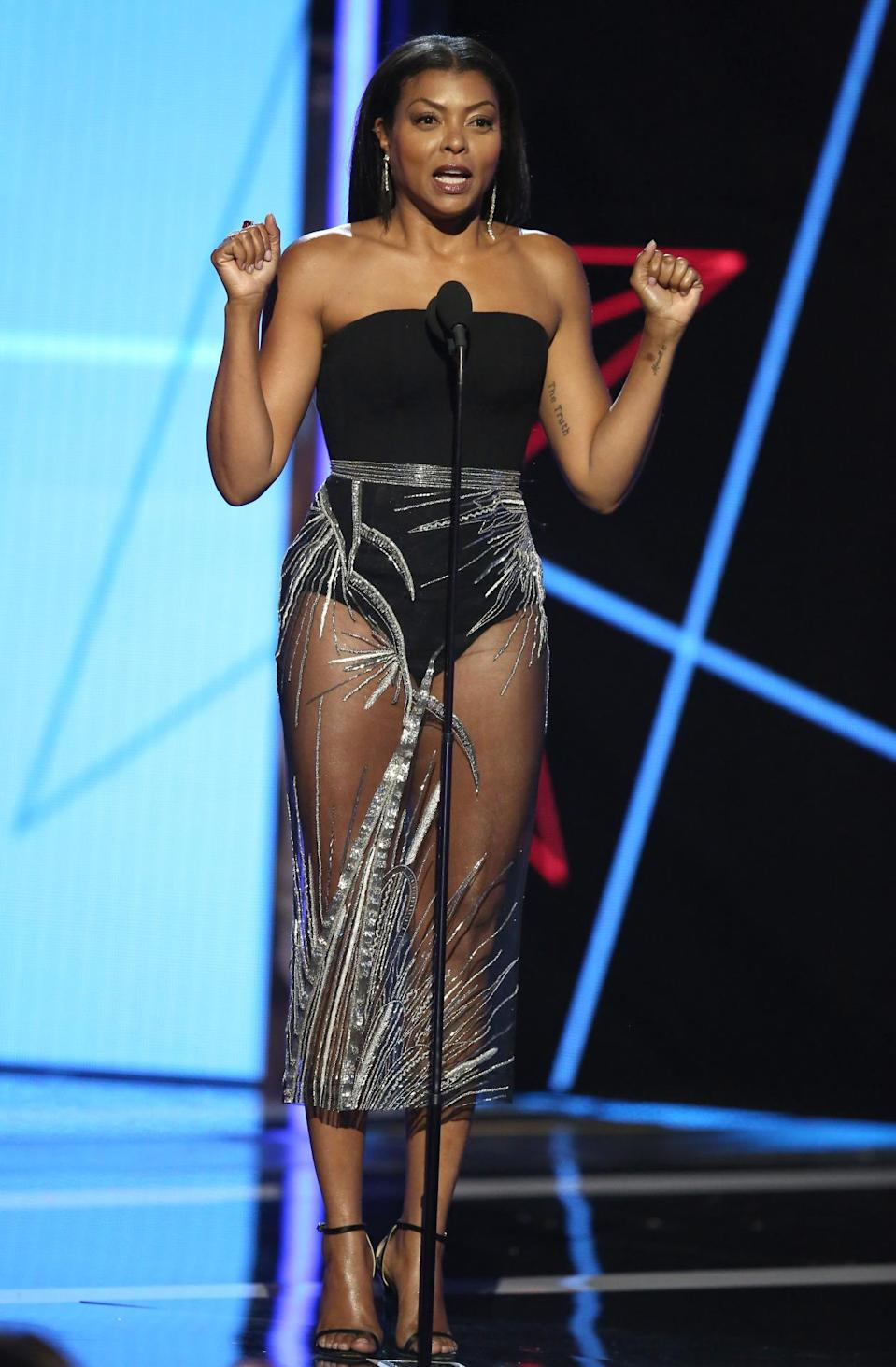 <p>Now that's how you do 45. The actress looked amazing in a strapless leotard with a sheer black skirt embellished with sequins. <i>(Photo: Getty Images)</i></p>