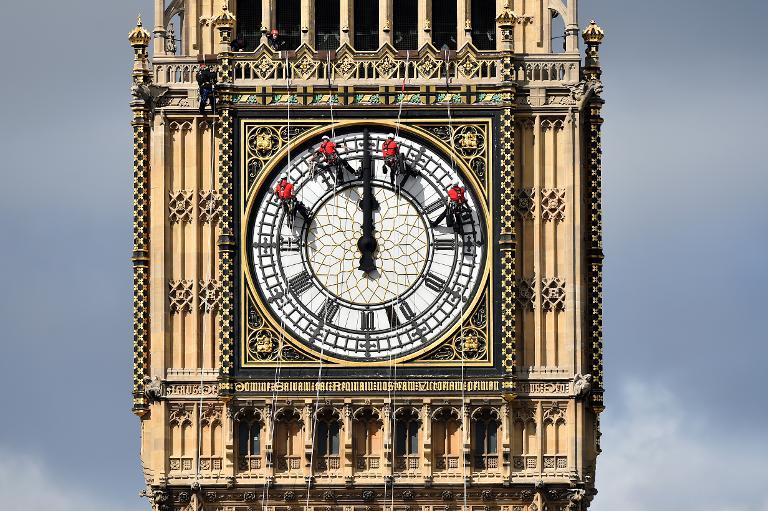 Technicians carry out cleaning and maintenance work on one of the faces of the Great Clock atop the landmark Elizabeth Tower that houses Big Ben, attached to the Houses of Parliament, in London, on August 19, 2014 (AFP Photo/Ben Stansall)