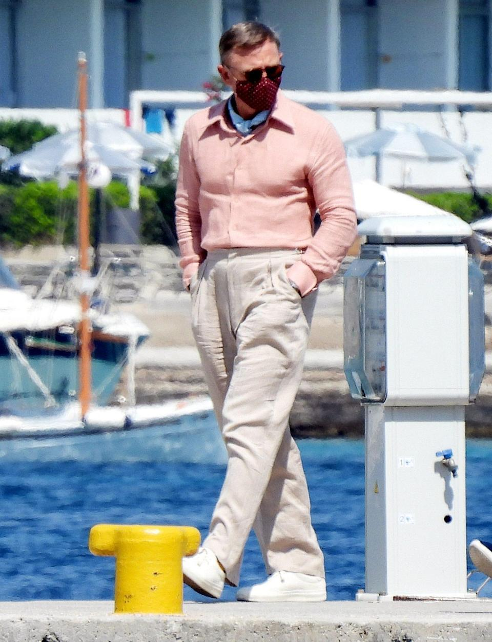 <p>Daniel Craig is spotted on the set of <em>Knives Out 2 </em>on June 29 in Greece.</p>