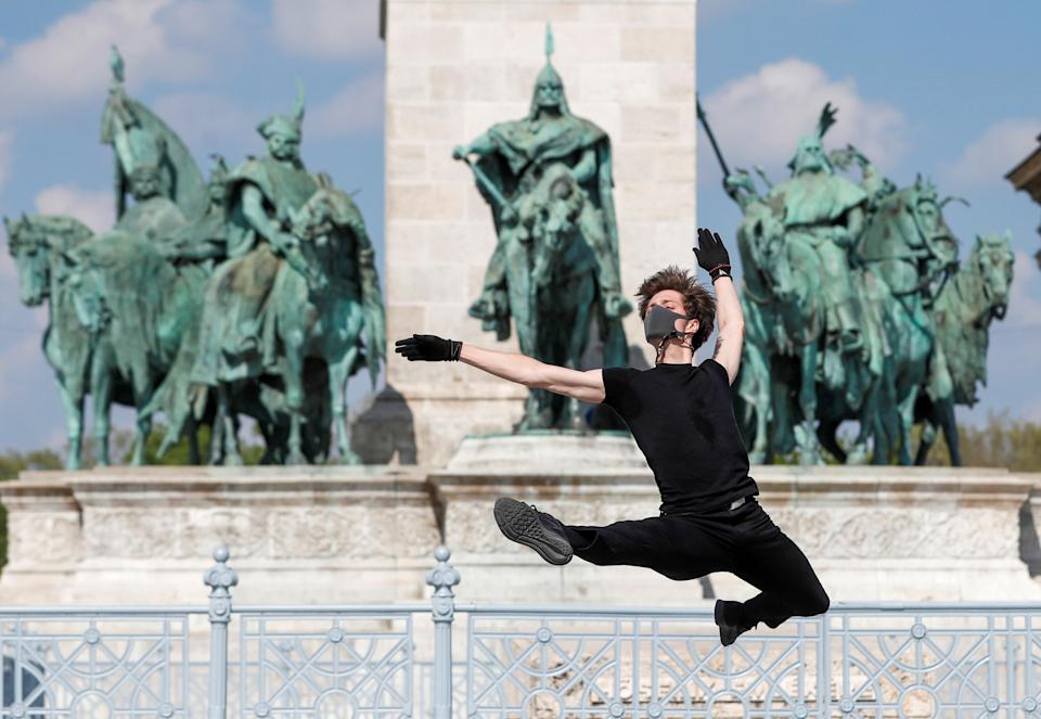 Hungarian ballet dancer Zsolt Kovacs performs a choreographic piece he has designed for the 'coronavirus melody', a musical composition created by MIT scientists from a model of the protein structure of SARS-CoV-2, during the coronavirus disease (COVID-19) outbreak in Budapest, Hungary, April 28, 2020. Picture taken April 28, 2020. REUTERS/Bernadett Szabo     TPX IMAGES OF THE DAY