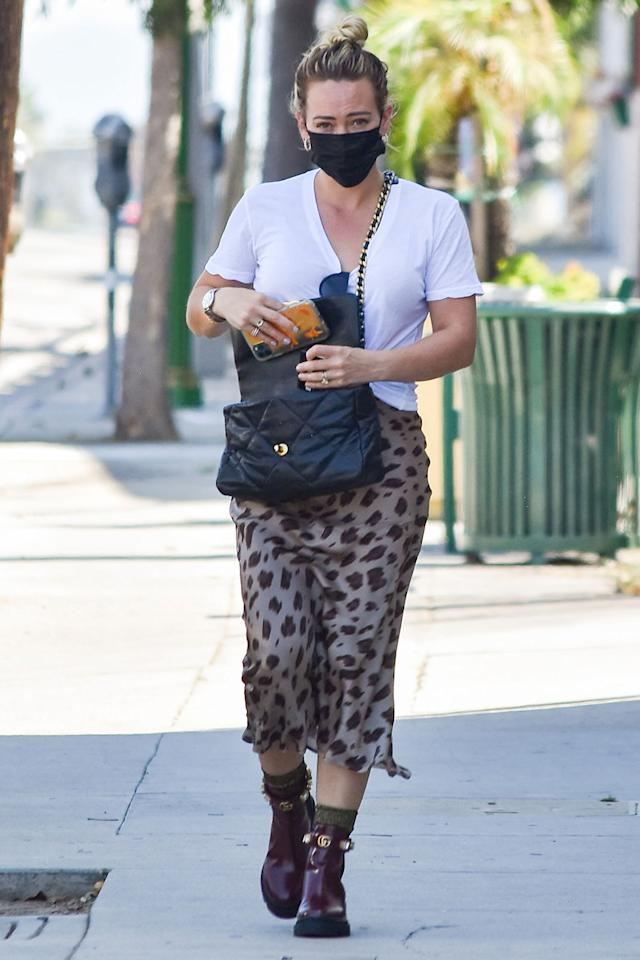<p>Hilary Duff dressed casual and with a face mask in Los Angeles.</p>