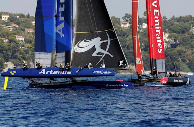 France Sailing - Louis Vuitton America's Cup World series - Toulon, France - 10/09/2016. Artemis Racing (L) and Emirates Team New Zealand (R) in action during Day One. REUTERS/Jean-Paul Pelissier