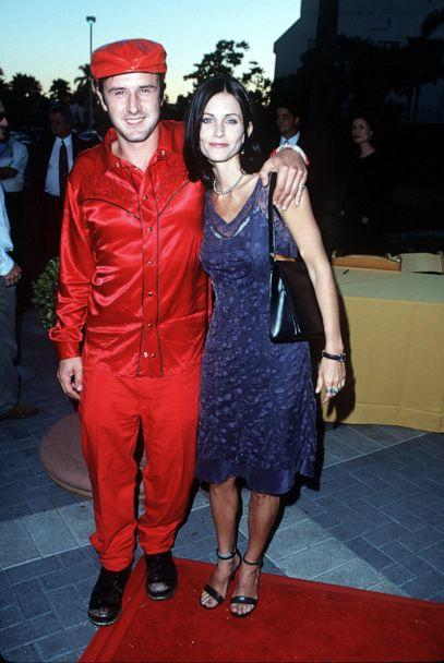 PHOTO: David Arquette and Courteney Cox arrive at the Paramount Theater, July 30, 1998, in Hollywood, Calif. (Getty Images, FILE)