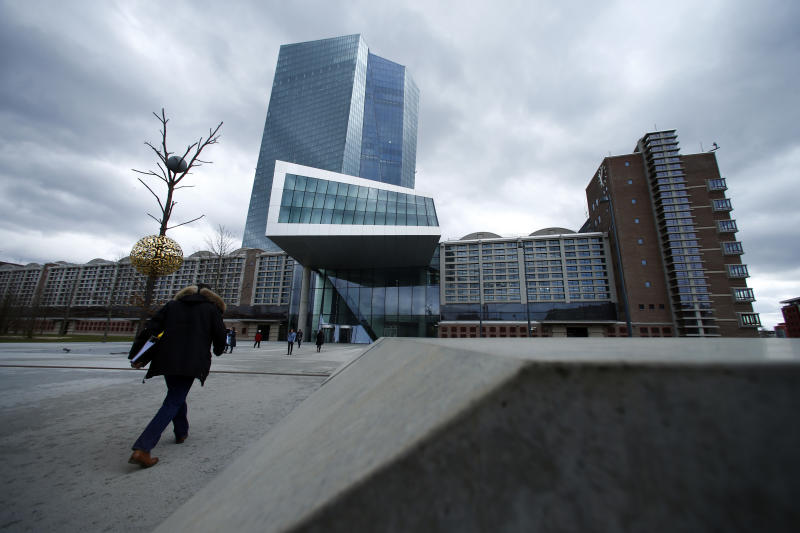 Euro zone banks earn more from lending despite moans over negative rates