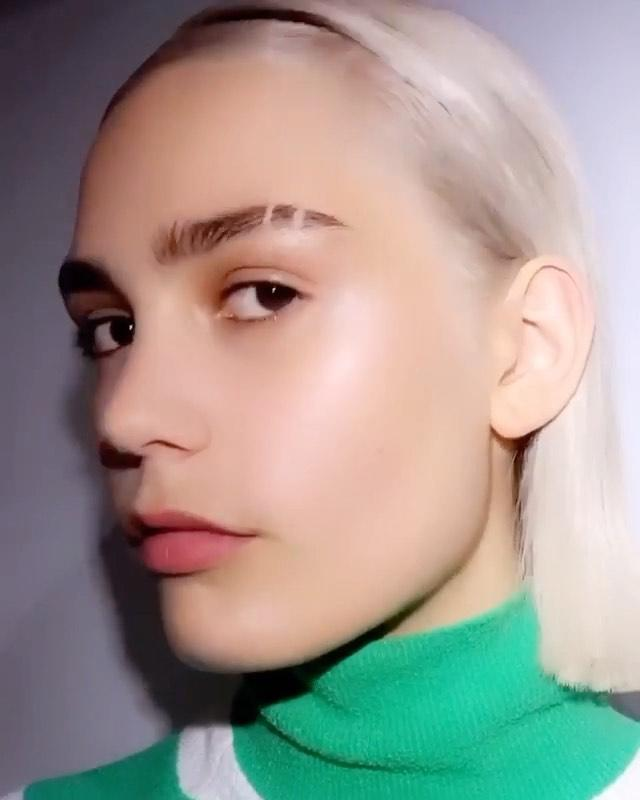 """<p>From feathery at Yohji Yamamoto to (ahem) eyebrow slits at Miu Miu, brows were centre of attention at the SS21 shows. While we are unsure if eyebrow slits will catch on, feathering up your brows are a great way to add texture and create a fuller brow. </p><p><strong>TRY:</strong></p><p><a class=""""link rapid-noclick-resp"""" href=""""https://go.redirectingat.com?id=127X1599956&url=https%3A%2F%2Fwww.cultbeauty.co.uk%2Fanastasia-beverly-hills-brow-freeze-.html&sref=https%3A%2F%2Fwww.cosmopolitan.com%2Fuk%2Fbeauty-hair%2Fbeauty-trends%2Fg14009805%2Fbig-makeup-trends%2F"""" rel=""""nofollow noopener"""" target=""""_blank"""" data-ylk=""""slk:buy now"""">buy now</a> Anastasia Beverly Hills Brow Freeze, £24</p><p><a href=""""https://www.instagram.com/p/CGAvSrepANO/"""" rel=""""nofollow noopener"""" target=""""_blank"""" data-ylk=""""slk:See the original post on Instagram"""" class=""""link rapid-noclick-resp"""">See the original post on Instagram</a></p>"""