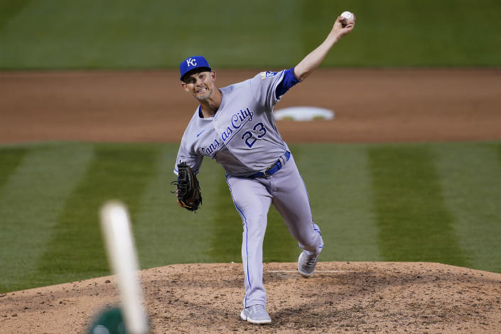 Kansas City Royals' Mike Minor pitches against the Oakland Athletics during the sixth inning of a baseball game in Oakland, Calif., Thursday, June 10, 2021. (AP Photo/Jeff Chiu)