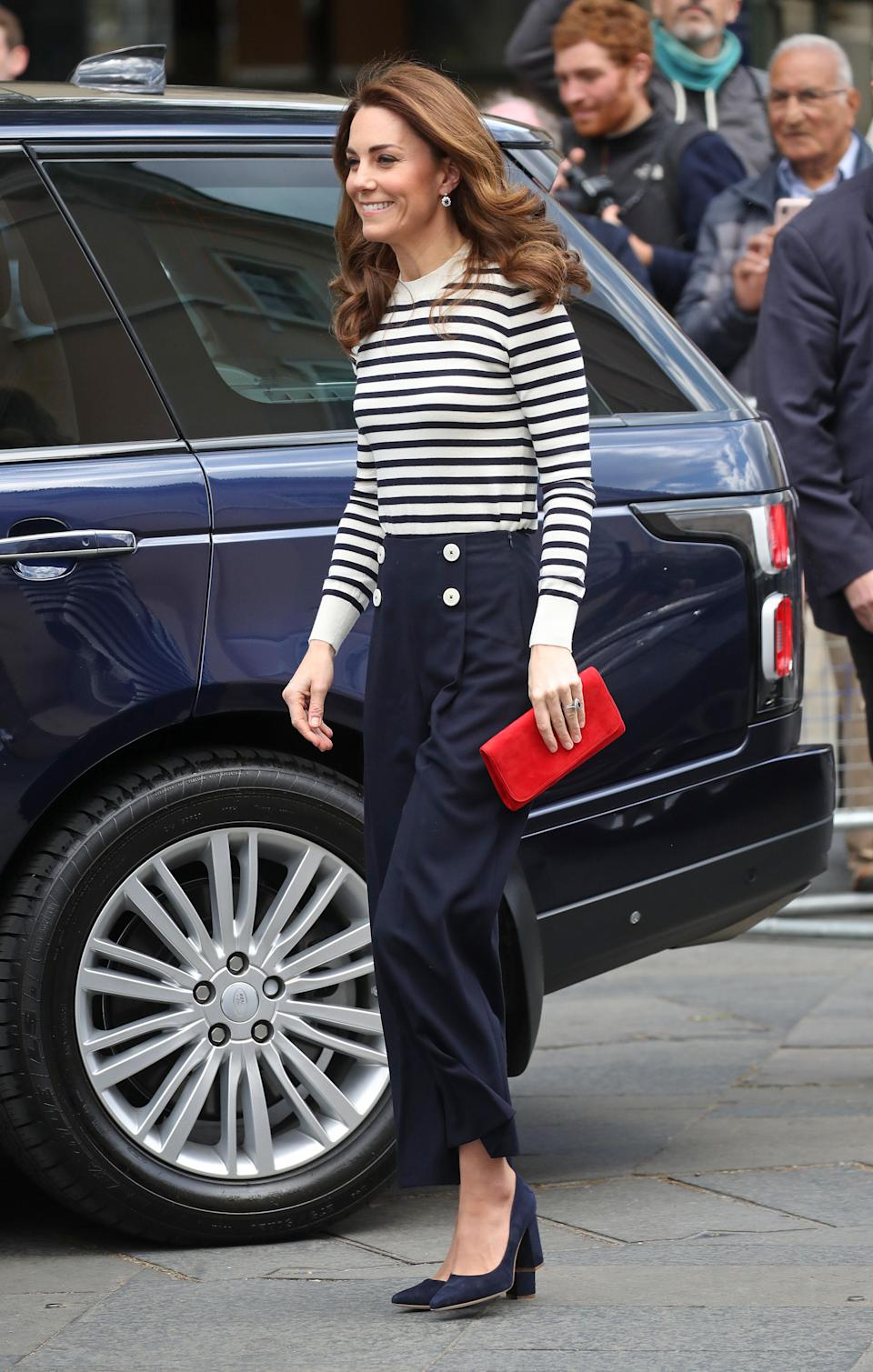 To visit the Cutty Sark, Kate donned a breton top with LK Bennett sailor-style trousers, navy shoes and red clutch by Emmy London. [Photo: Getty]