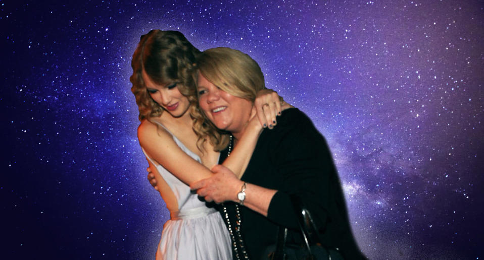 Taylor Swift with mother Andrea Swift