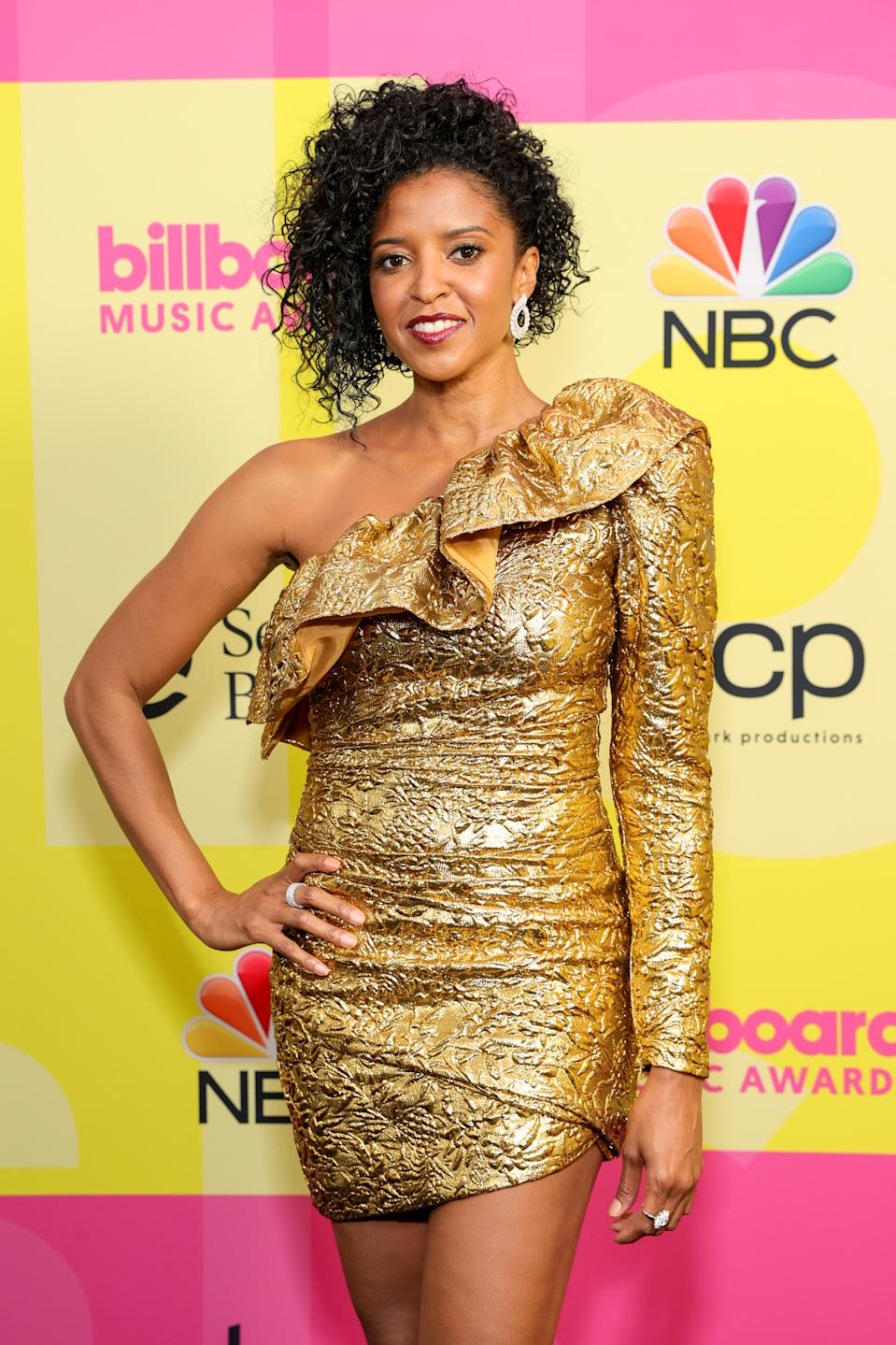 LOS ANGELES, CALIFORNIA - MAY 23: Renée Elise Goldsberry poses backstage for the 2021 Billboard Music Awards, broadcast on May 23, 2021 at Microsoft Theater in Los Angeles, California. (Photo by Rich Fury/Getty Images for dcp)