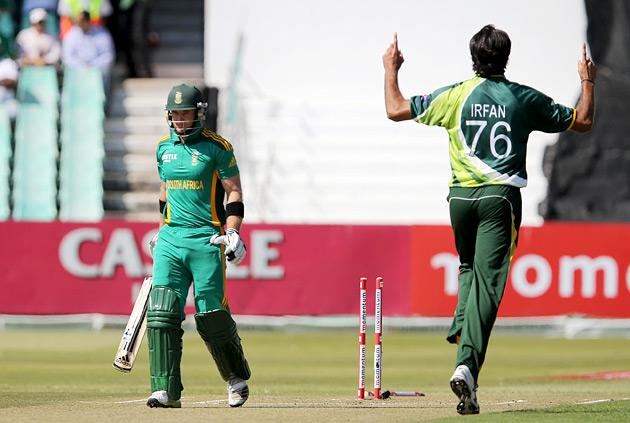South Africa batsman Colin Ingram (L) walks off as Pakistan bowler Mohammad Irfan celebrates the wicket on March 21, 2013 during the fourth one-day international at Kingsmead in Durban.                  AFP PHOTO  / Stringer        (Photo credit should read -/AFP/Getty Images)