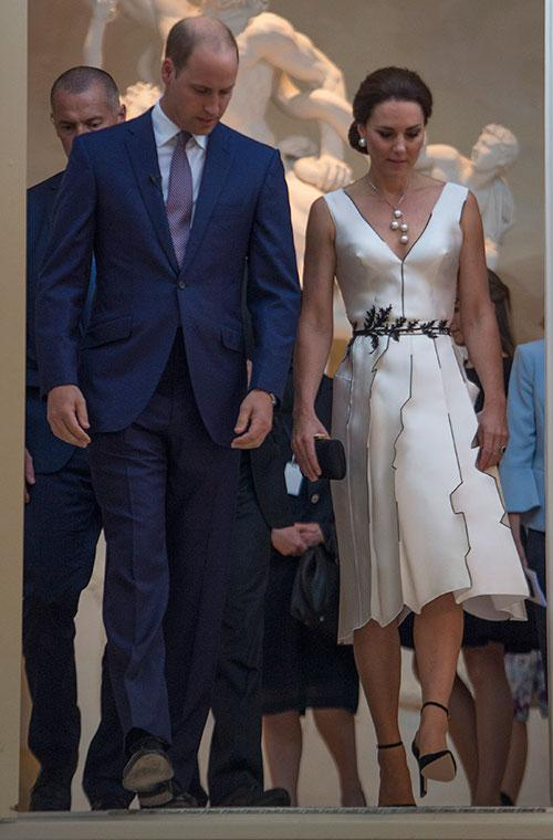 Kate was looking ultra glam in this knee-length dress by Polish designer Gosia Baczynska.