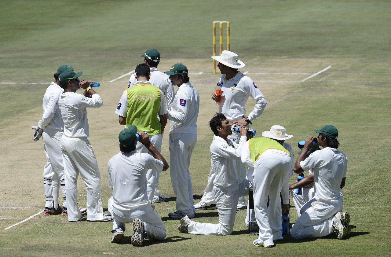 Pakistan cricketers drink during a timeout of the second day of the third Test match between South Africa and Pakistan on February 23, 2013 at Super Sport Park in Centurion. AFP PHOTO / STEPHANE DE SAKUTIN        (Photo credit should read STEPHANE DE SAKUTIN/AFP/Getty Images)