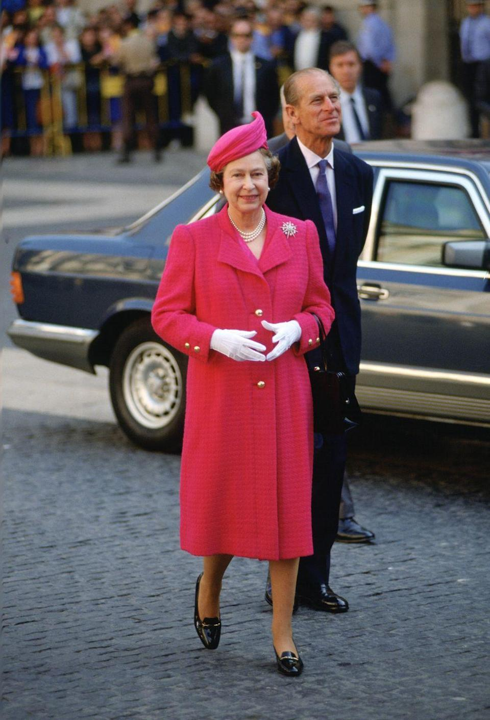 <p>During an official visit to Spain with Prince Philip in 1988, the Queen showed off this chic pink look.</p>