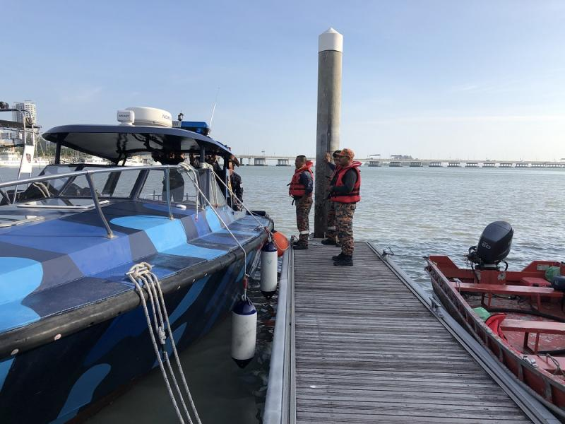 The SAR team getting ready to continue with search operations near the Penang Bridge January 21, 2018. — Picture by Opalyn Mok