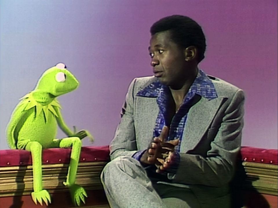 Ben Vereen talks with Kermit. (Photo: Jim Henson Productions)