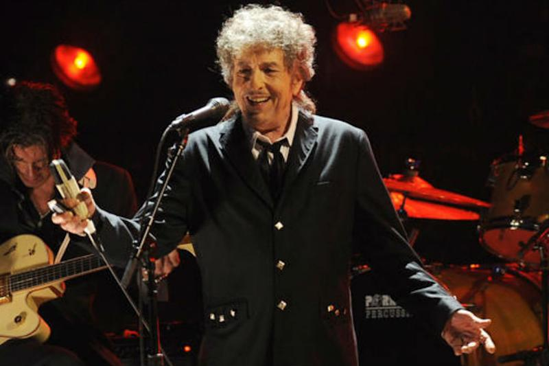 Bob Dylan Guitar Fetches Half A Million Dollars At Celebrity Auction