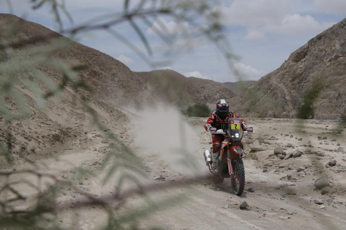 Paulo Gonçalves of Portugal rides his Honda motorbike during stage four of the Dakar Rally between Arequipa and Moquegua, Peru, Thursday, Jan. 10, 2019. (AP Photo/Ricardo Mazalan)