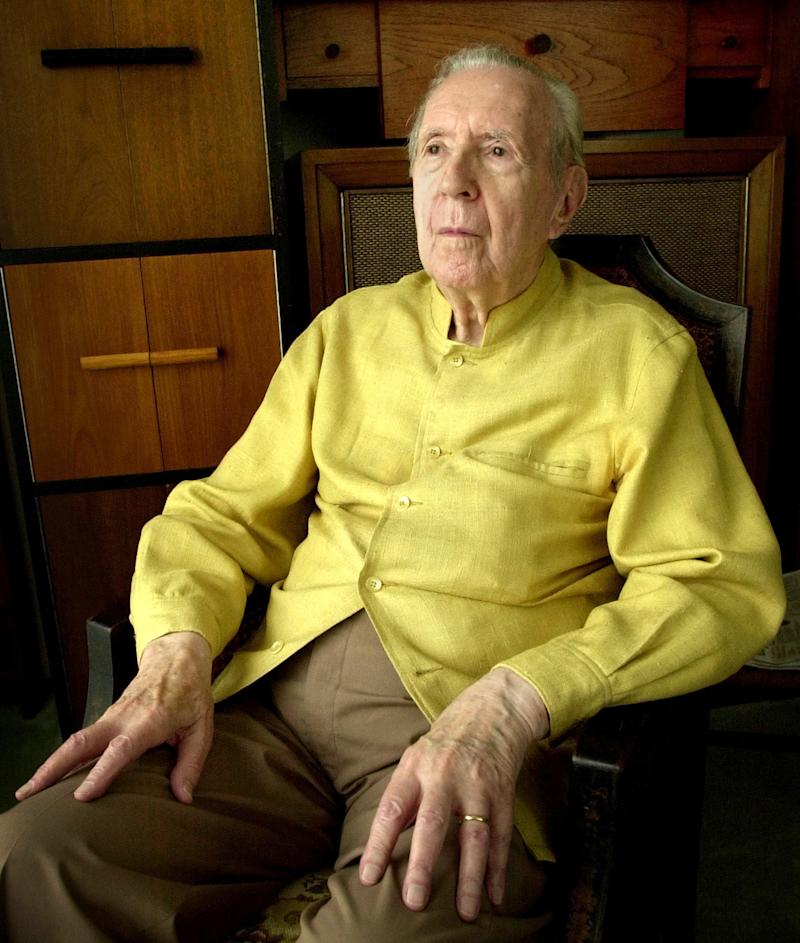"In this Sept. 17, 2002 file photo, Jacques Barzun sits for a portrait at his home in San Antonio.  Barzun, the pioneering cultural historian who became a best-selling author in his 90s with ""From Dawn to Decadence,"" has died. He was 104. Barzun's son-in-law says Barzun passed away Thursday, Oct. 25, 2012,  in San Antonio, where he'd lived in recent years. Barzun wrote dozens of books and essays on everything from philosophy and music to detective novels. (AP Photo/Eric Gay)"