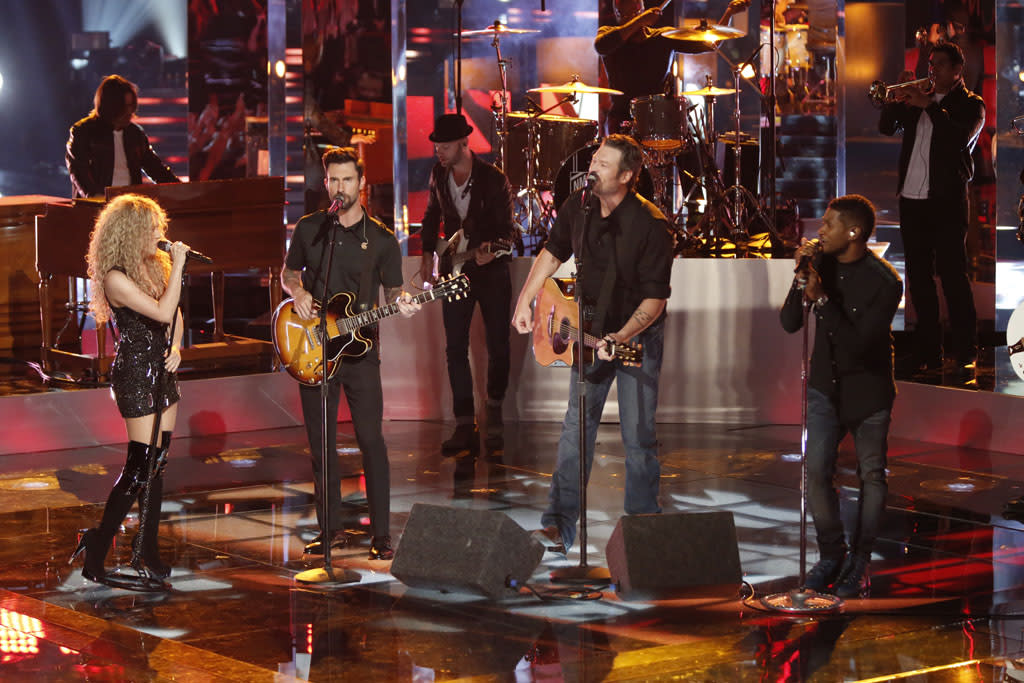 "Shakira, Adam Levine, Blake Shelton, and Usher perform ""With a Little Help from My Friends"" on ""The Final Live Performances"" episode of ""The Voice"" Season 4."